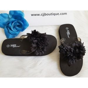 BLACK FLIP FLOPS FOR BIG GIRL by MAX COLLE…